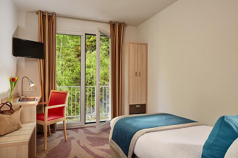 Hotel Roissy Lourdes chambre confort simple proche de la grotte