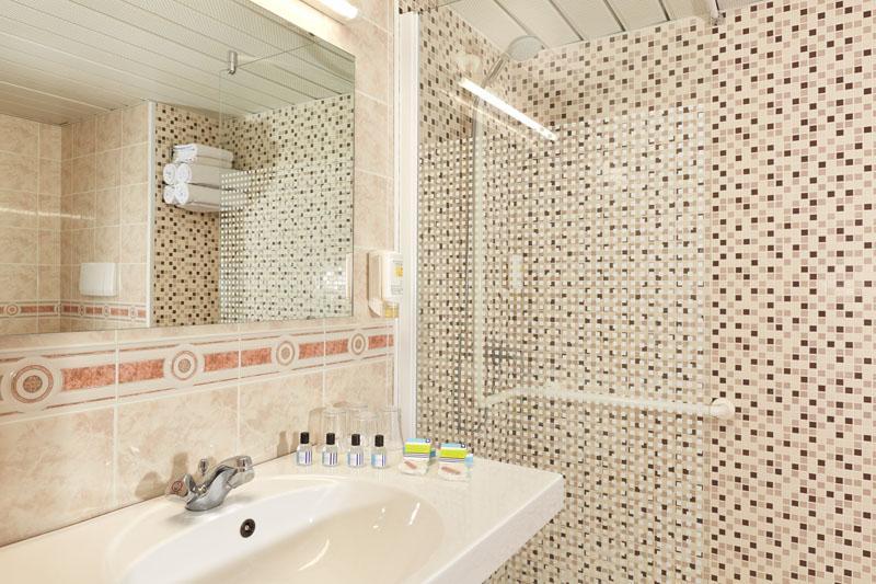Hotel Roissy Lourdes chambre quadruple confort