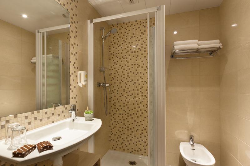Hotel Lourdes Chambres twin de luxe avec douche