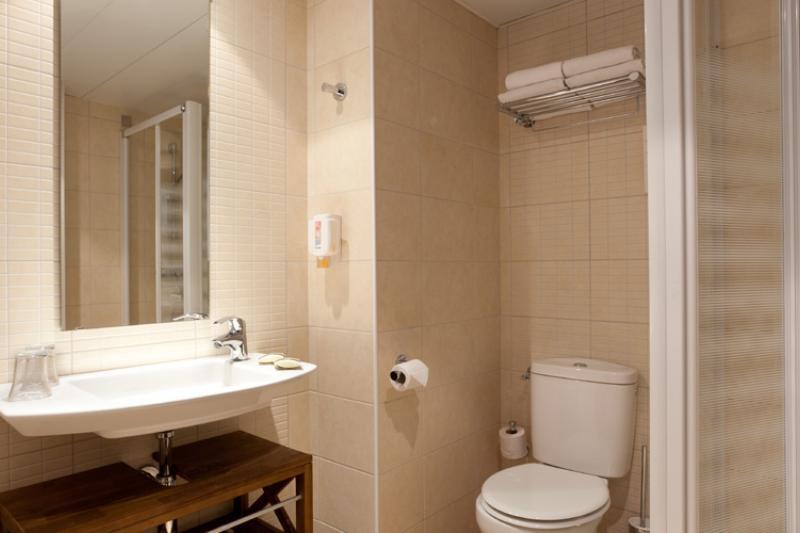 Salle de bains chambres communicantes