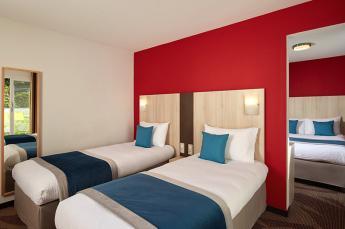 Hotel Roissy Lourdes chambre 4 personnes balcon