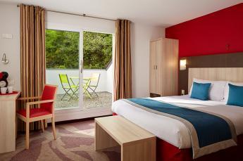 Hotel Lourdes 4 sterren ligt naast de grot heiligdom Comfort met een groot bed